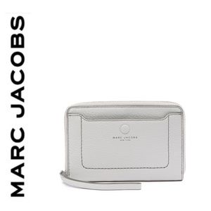 NWT Marc Jacobs genuine leather wallet light gray